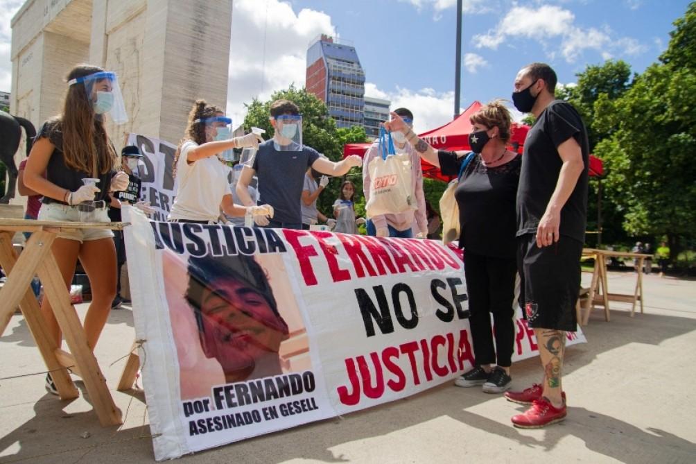 LOS PADRES Y AMIGOS DE FERNANDO BÁEZ SOSA REALIZARON UNA COLECTA SOLIDARIA EN SU HOMENAJE