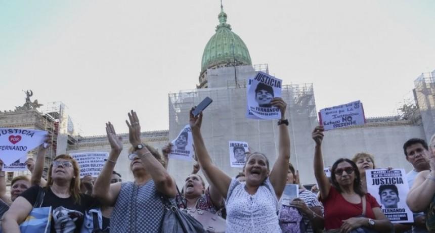 CRIMEN DE VILLA GESELL: MULTITUDINARIA MARCHA FRENTE AL CONGRESO EN RECLAMO DE JUSTICIA