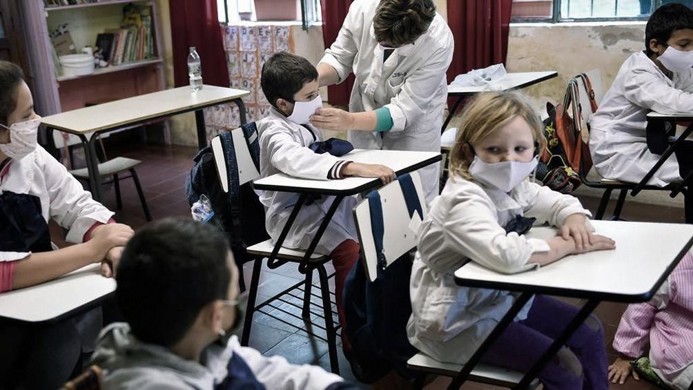 URUGUAY: SUSPENDEN LA OBLIGATORIEDAD DE ASISTENCIA A CLASES POR EL INCREMENTO DE CASOS