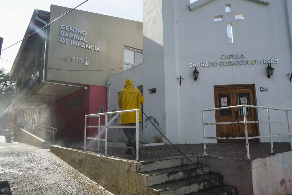 EN VILLA MARTELLI CONTINÚAN LOS OPERATIVOS DE DESINFECCIÓN EN BARRIOS Y VÍA PÚBLICA