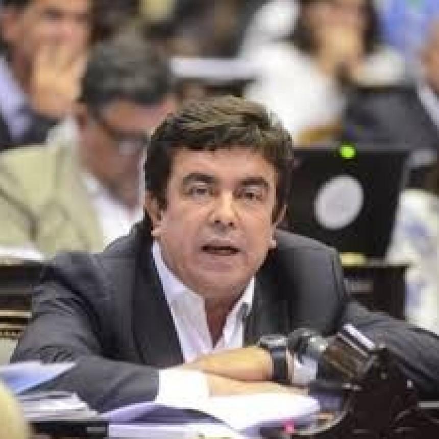 PASIÓN LITERARIA: ESPINOZA QUIERE SER GOBERNADOR DE BUENOS AIRES Y LANZA SU PROPIO LIBRO