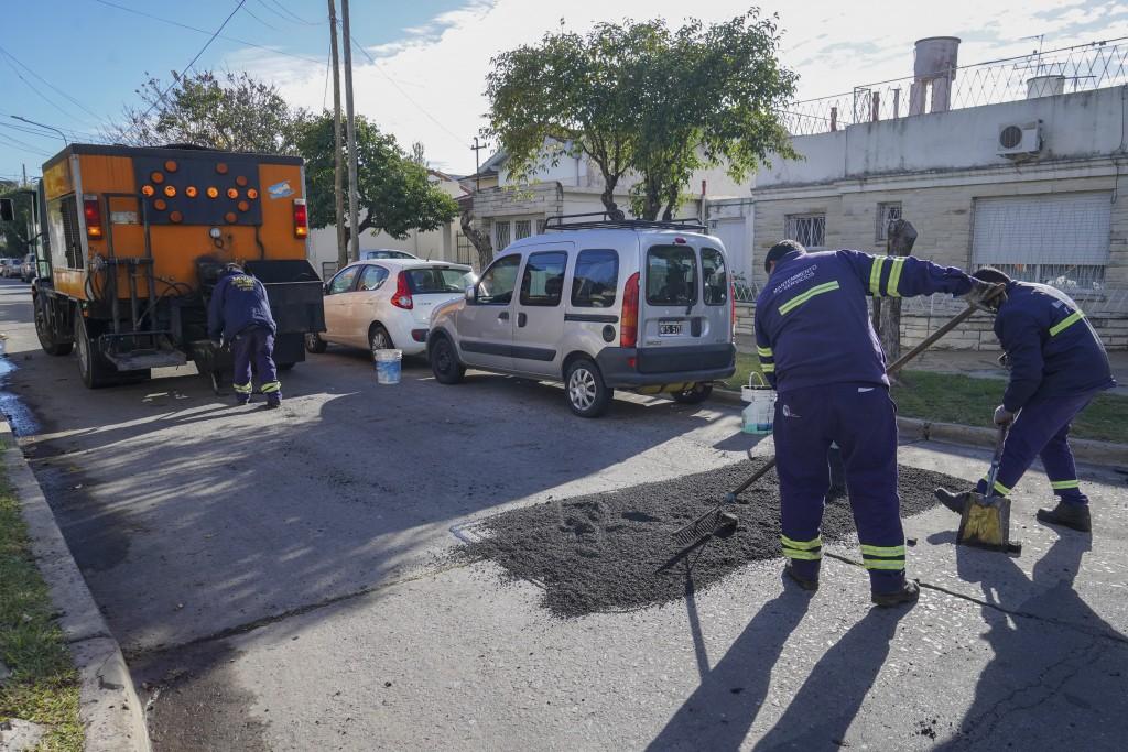 AVANZAN LOS TRABAJOS DE BACHEO Y ASFALTO EN VICENTE LÓPEZ